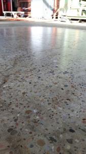 Fast Floor Betonboden schleifen und mit UV Lack beschichten 3